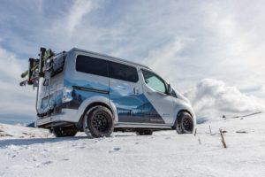 Кемпер Nissan e-NV200 электромобиль для зимнего отдыха