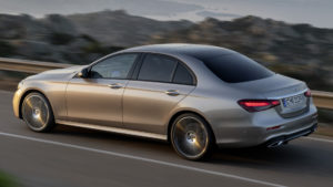 Mercedes-Benz E 350 eL с расходом топлива 1,4 литра на 100 км пути