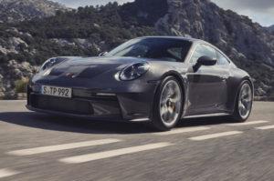 Новый Porsche 911 получил механическую коробку передач
