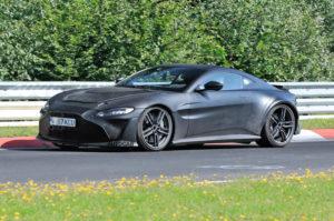 Aston Martin Vantage V12 нового 2023 модельного года